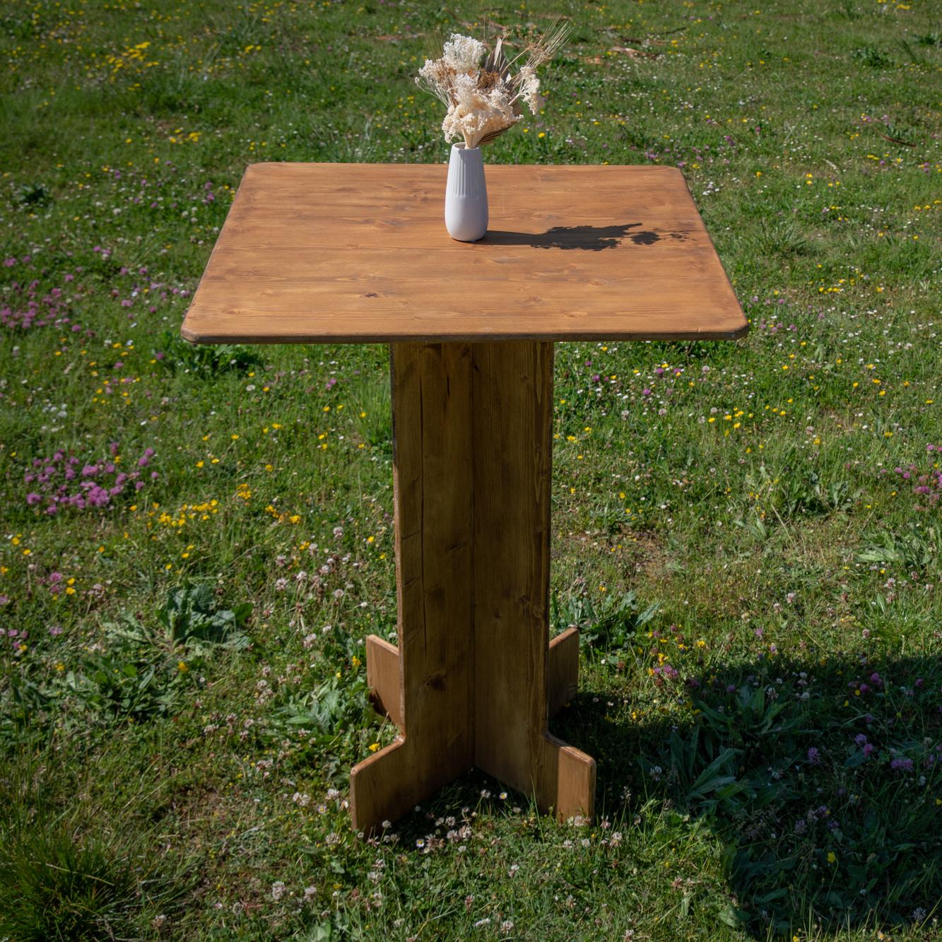 Mange debout carré en bois - wood stock reception - sud ouest
