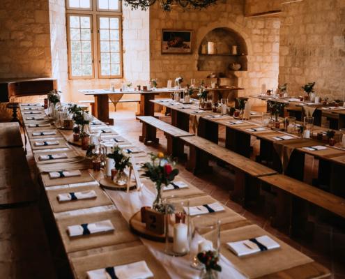 vue générale mariage nature médiéval chateau - mobilier de récéption bois - wood stock reception - gers - sud ouest