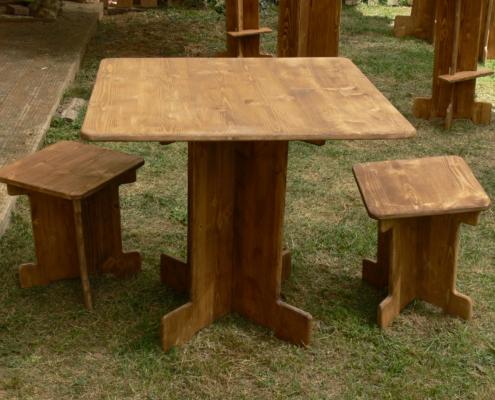 table bistrot carrée en bois - Wood Stock Réception - Gers - Sud Ouest