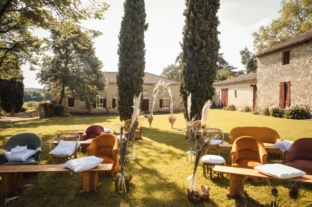 cérémonie laïque- location mobilier en bois mariage champetre boheme- wood stock reception - gers - sud ouest - Château de Poudenas