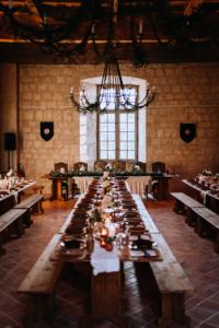 mariage médiéval - mobilier réception bois - wood stock reception - sud ouest
