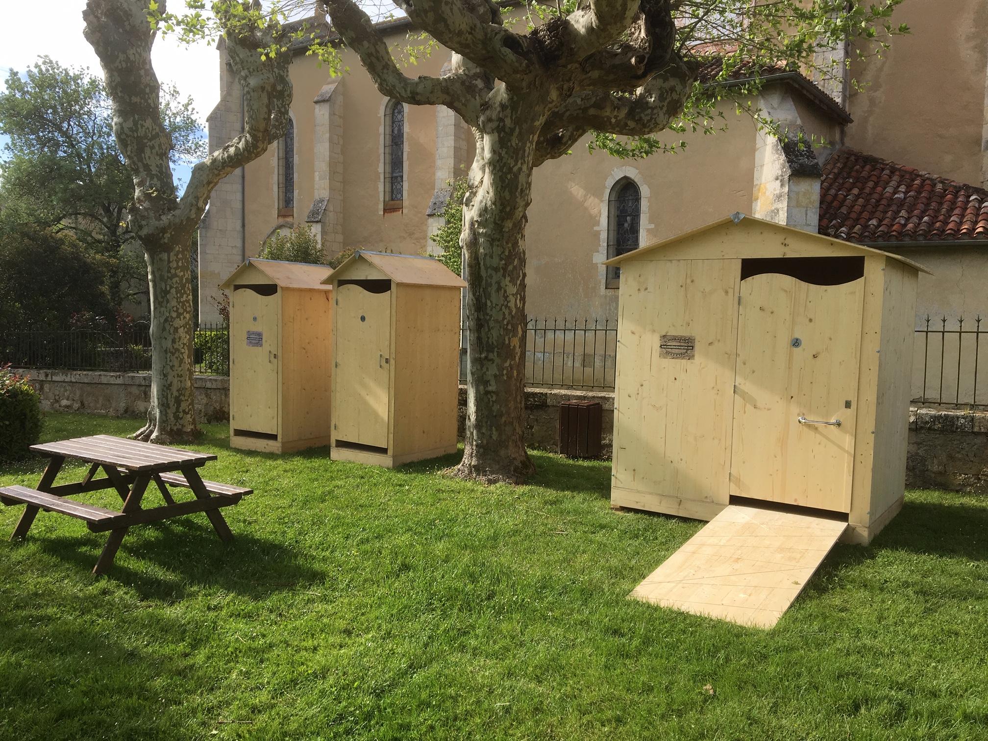 location toilettes séches PMR évenements et réception Gers -Sud Ouest - Wood stock reception - location mobilier bois réception