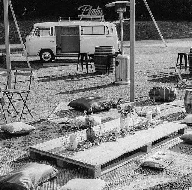 photobooth Gers - Borne selfie Gers - VW combi selfie - wood stock reception - location mobilier bois évènements sud ouest